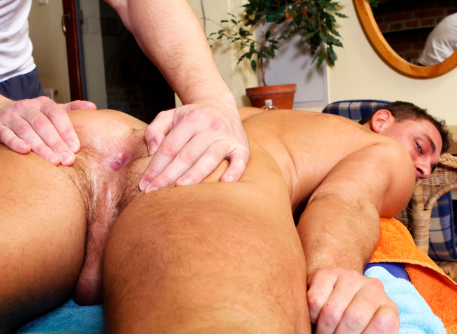 Rub Him Big Daddy Enzo Bloom muscle man bareback with big uncut cock 04 Amateur Muscle Stud Barebacks His Massage Client With A Huge Uncut Cock