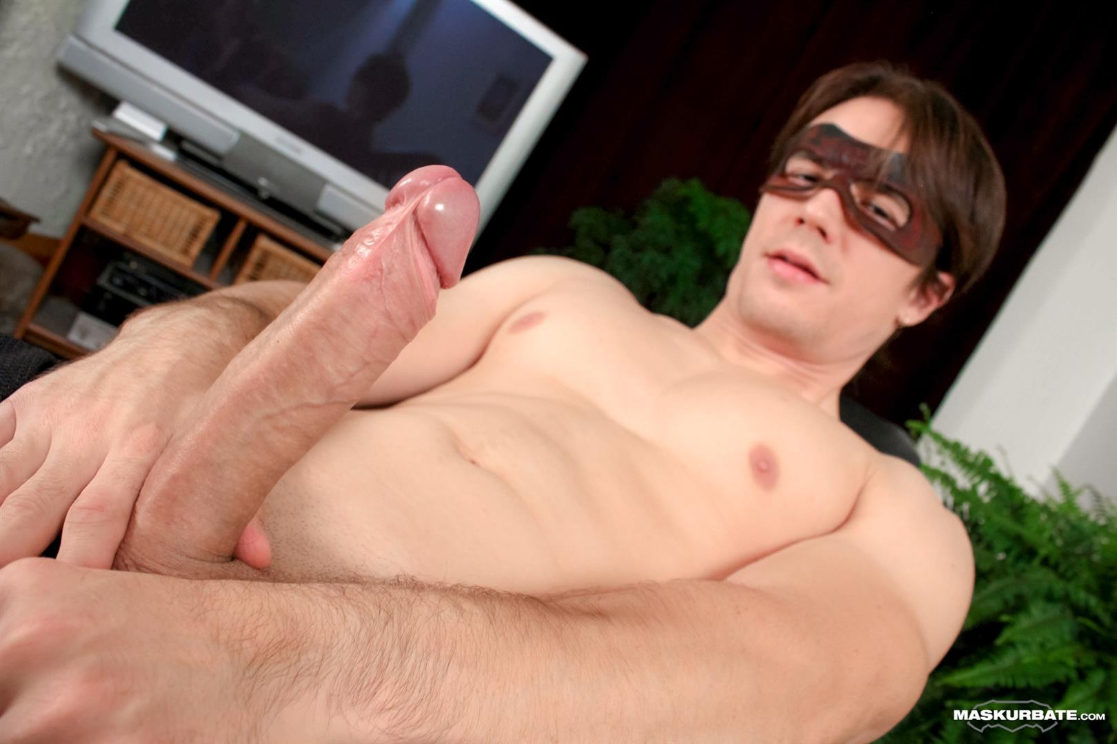 Nice Dude In Amateur Jerking Solo