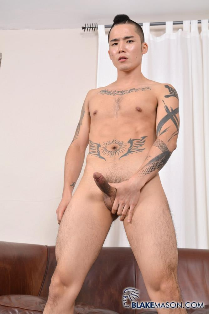 Asian twink gets cumshot from stroking