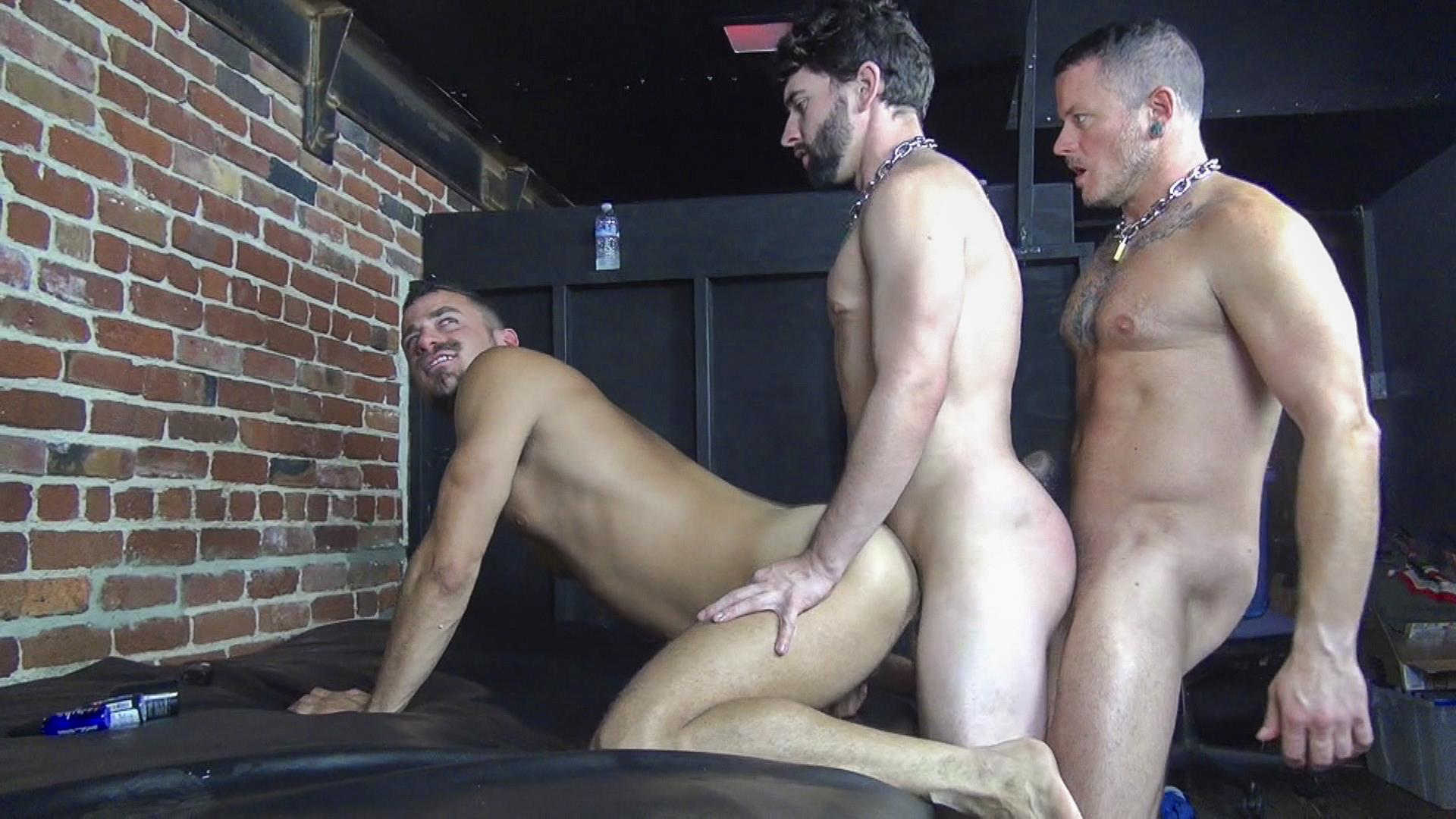 Raw-Fuck-Club-Max-Cameron-and-Jackson-Fillmore-and-Leon-Fox-Bareback-Double-Penetration-Amateur-Gay-Porn-02 Getting Double Penetrated Bareback By A Big Uncut Cock